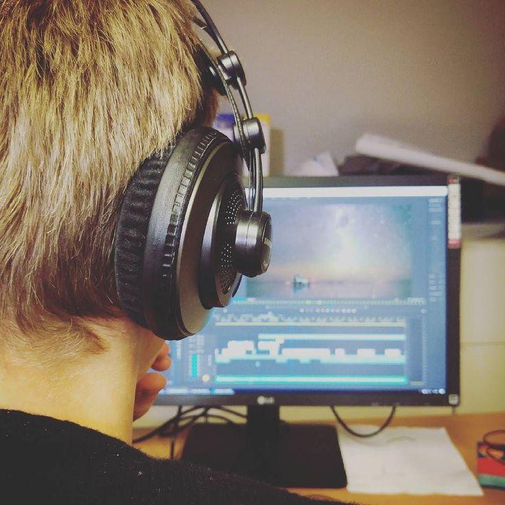 Wir arbeiten in diesem Jahr intensiv an neuem #Videomaterial. Unser #FSJler Samuel hat eine Menge #Talent! Du willst eine soziales Jahr machen und liebst kreative Arbeit mit Medien?  Bewirb dich am #Buchenauerhof: dmgint.de/Jahresteam __________ #FSJ #BFD #JahrfürGott #Jahresteam #Medien #Video #Film #kreativ #Kreativität #Computer #Kopfhörer #blondhair