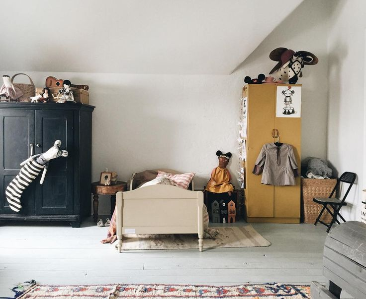 17 Best images about little spaces on Pinterest Childs bedroom