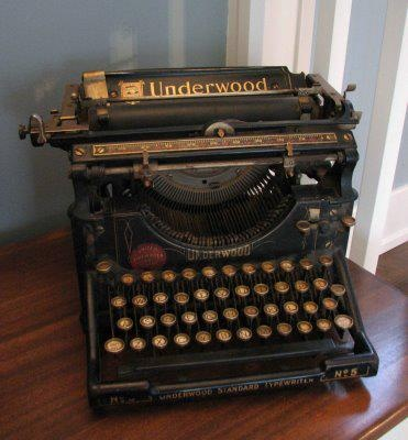 I cant resist pics of these old typewriters ..  Truly:  The same vintage as in our high school typing class.  Fun!!  :-)