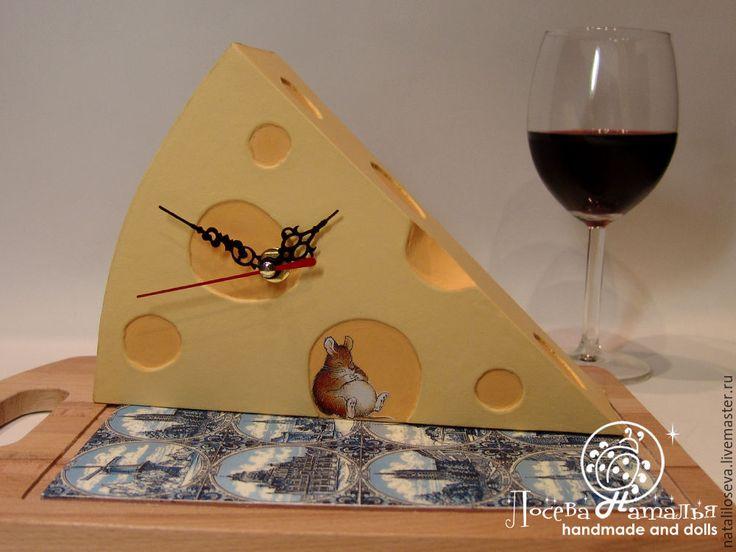 """Купить Кухонные часы """"Счастливая мыша"""" - оранжевый, подарок, подарок на день рождения, оригинальный подарок"""
