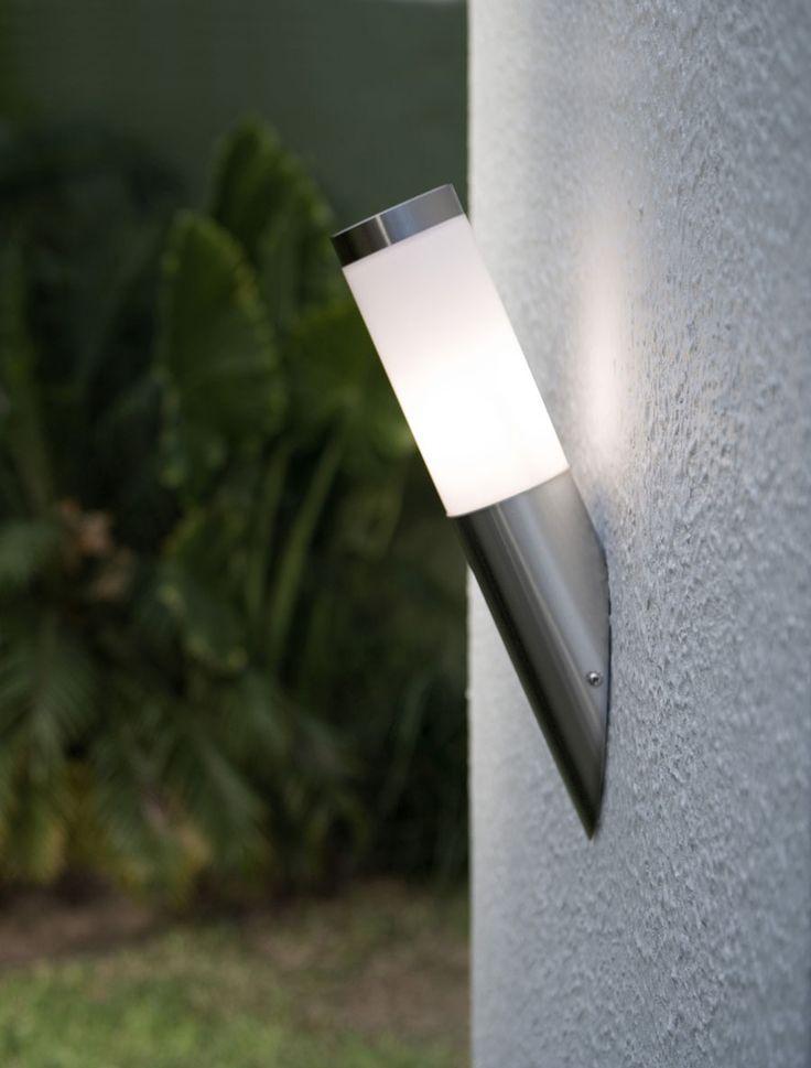 Iluminar tu exterior estratégicamente, te ayudará a darle un ambiente increíble a tu espacio en las noches.