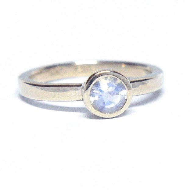 Moonstone in White Gold 💙