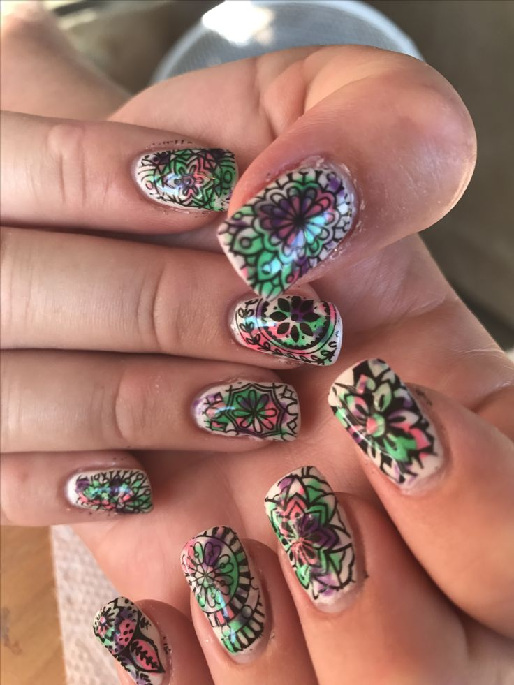 Mandala gel nails