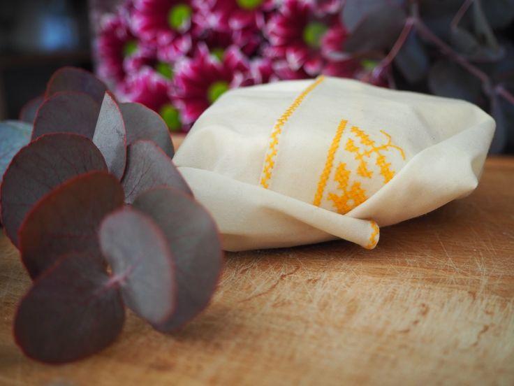 DIY : Fabriquer des emballages alimentaires écologiques juste avec de la cire d'abeille et du tissu