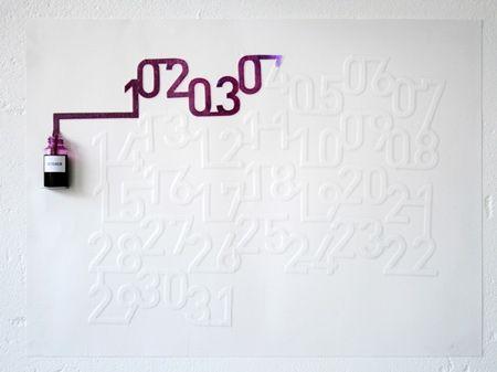 Hiszpański designer Oscar Diaz wykonał ten kalendarz na wystawę 'Gradual', będącą częścią London Design Festival 2007.