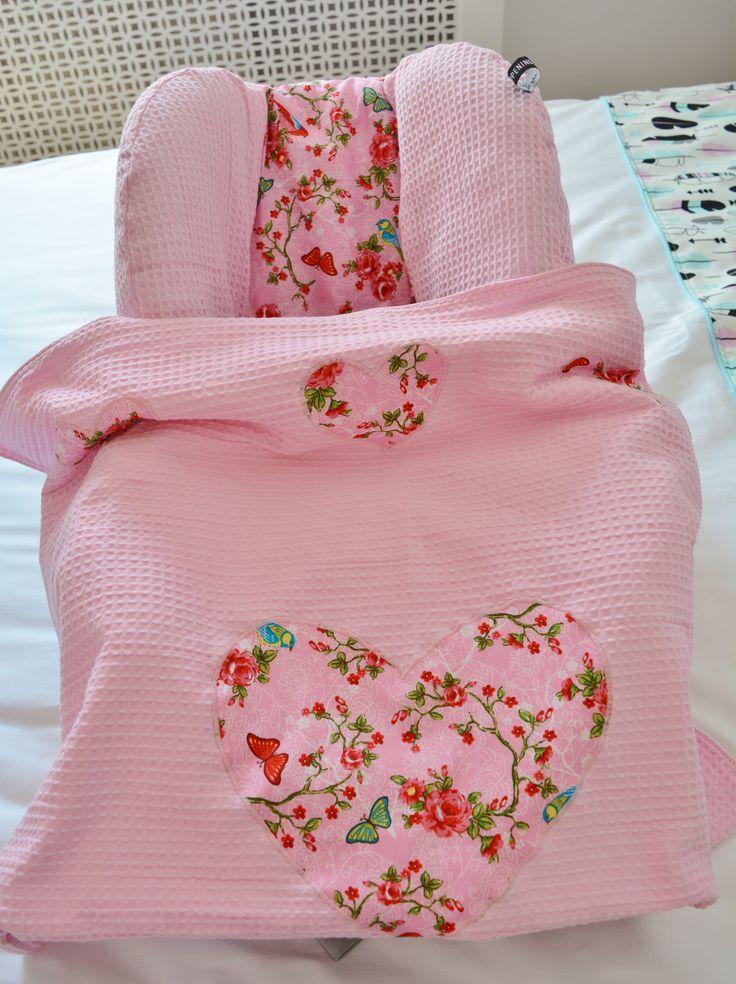 #zomerhoes voor Maxi Cosi Pebble in roze wafel en birdy roze stof met #wiegdeken #handgemaakt van #Wazzhappening
