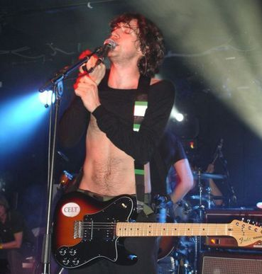 gary lightbody. this is one of my fav pictures of him. guess the reason should be obvious. ;)