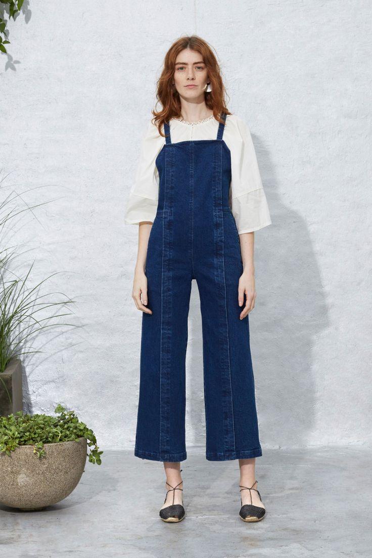 широкие джинсы с кедами женские