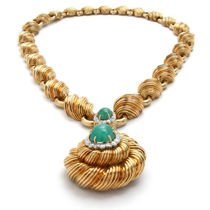 DAVID WEBB Yellow Gold Chain with  Pendant Emerald and Diamond