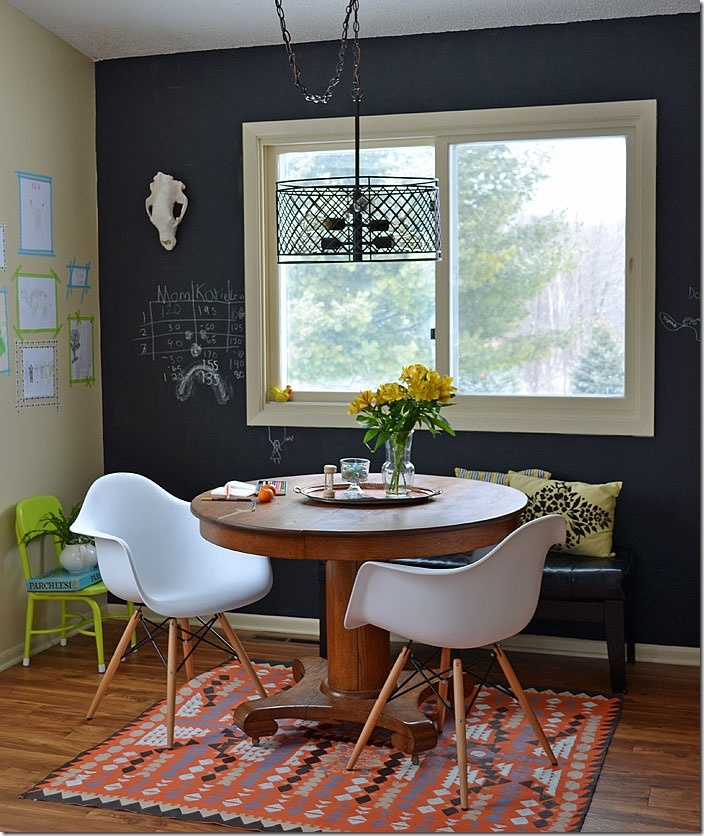 Decorating a dining room in an eclectic