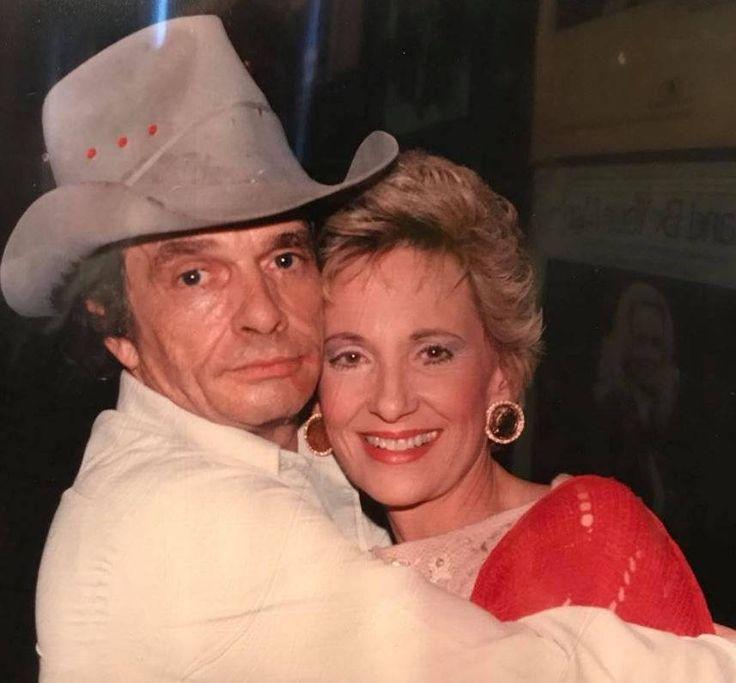 https://flic.kr/p/21xRSZZ   Merle Haggard and Tammy Wynette