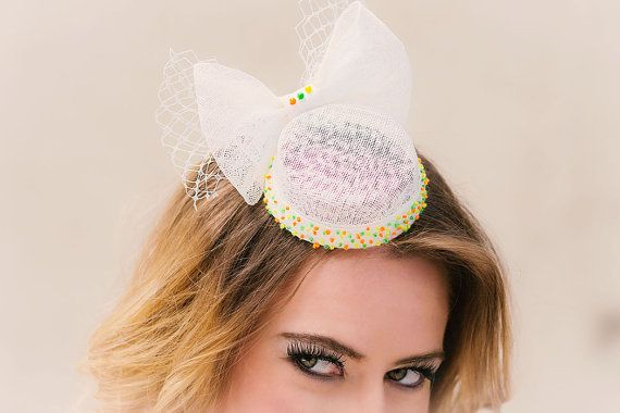 Bridal hat bellboy neon dots embroidery veil bow von EsozaCouture