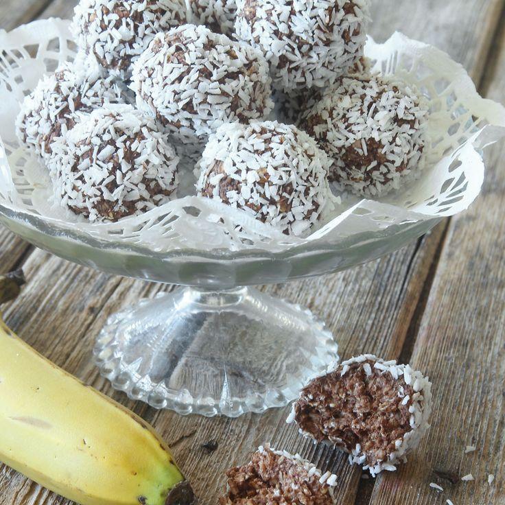 12 st = 2 Sp/boll Smarriga havrebollar helt utan strösocker och smör. I stället innehåller de mosad banan vilket ger en söt, god smak!