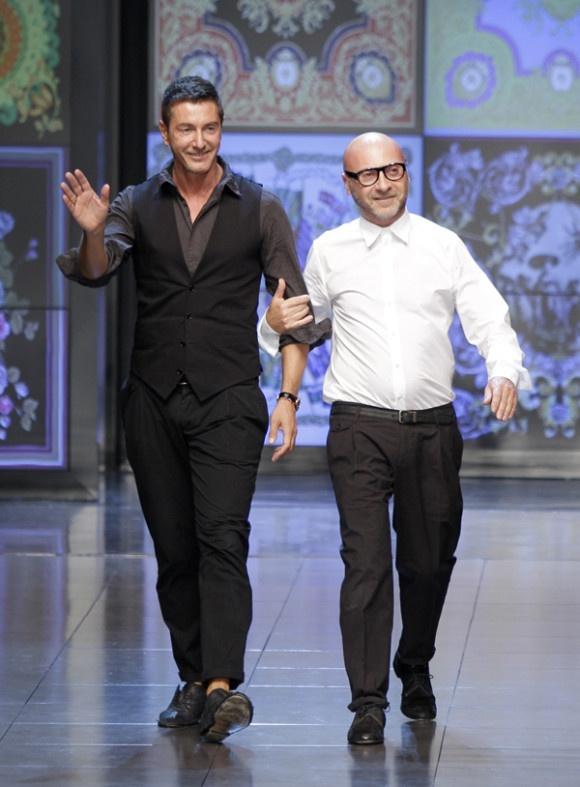 Toto nikto nečakal! Svetoznámi módni návrhári Dolce a Gabbana idú do väzenia! A to rovno na 20 mesiacov! Majú totiž na svedomí daňové úniky v hodnote 1 miliardy eur. Viac na http://tvnoviny.sk/sekcia/soubiz/archiv/navrhari-dolce-a-gabbana-idu-do-vazenia.html (Foto: SITA)