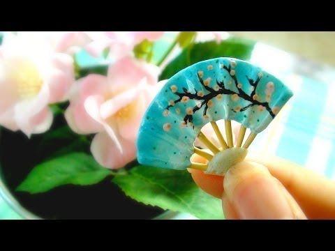Hermoso abanico japonés en miniatura con porcelana fría