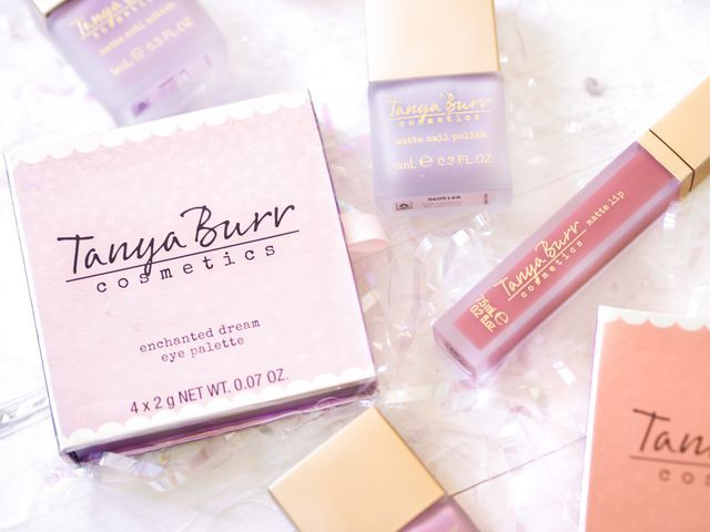 I'm a big fan of Tanya Burr Cosmetics and the lady herself, so it was only natural that I bought the entire Soft Luxe collection when I heard of its release. I'm obsessed with some of the previous rel