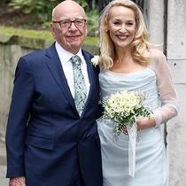 元祖スーパーモデルのジェリー・ホール(59歳)が、「メディア王」と呼ばれる大富豪のルパート・マードック(84歳)と3月4日に結婚。翌日開かれた祝賀セレモニーからの写真をピックアップ。