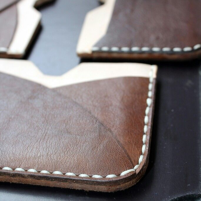 Level up the inner leather geek beast with this combo of textured pulled up and soft vegtan leathers  #leathergoods #indonesia #leathercraft #handmade #slimwallet #holarocka