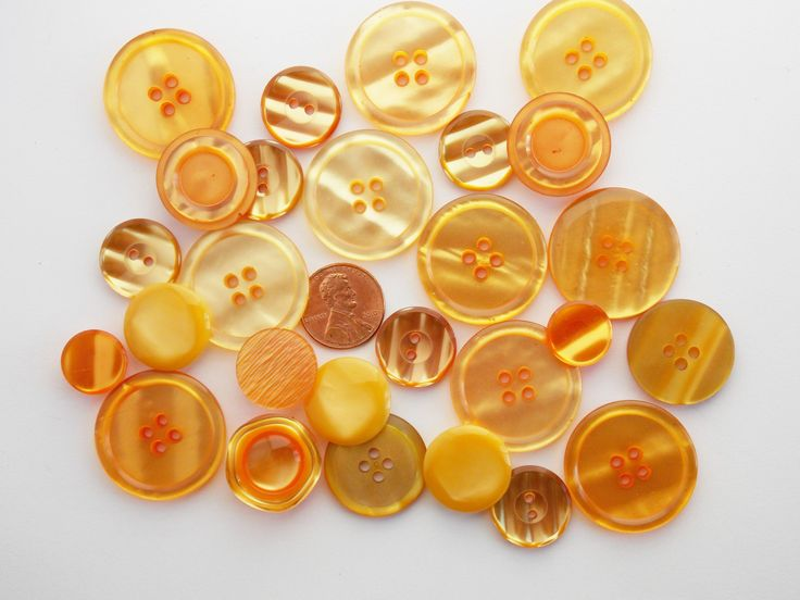 25 Vintage buttons, orange sewing supplies, assorted buttons, destash, 25 pieces, shades of orange mix lot buttons, mixed orange buttons M24 by LeVieuxGrenier on Etsy