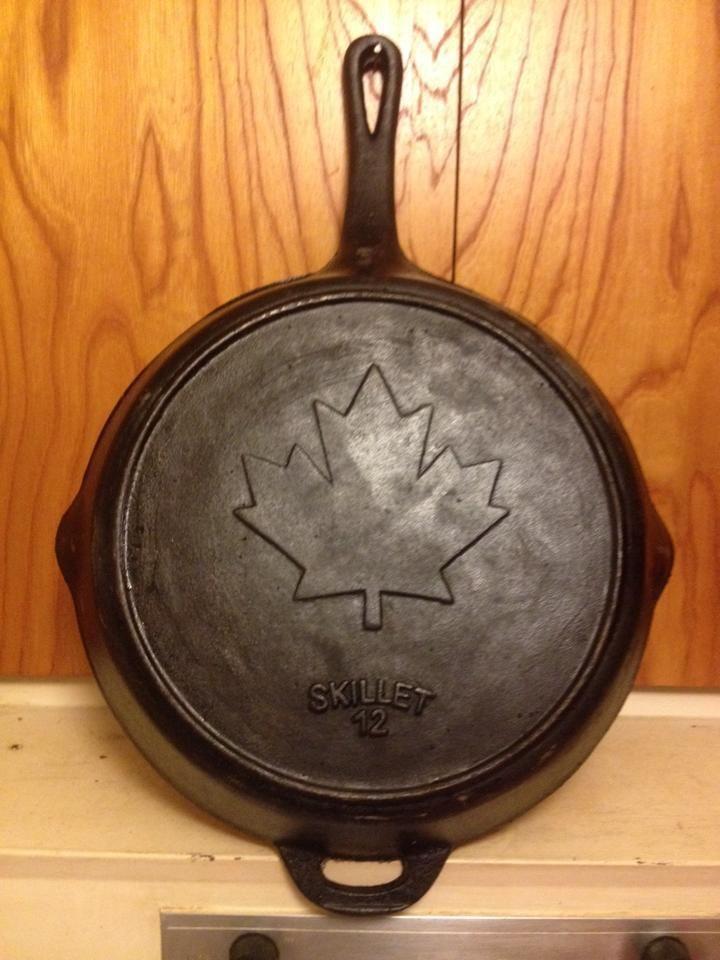 12 Quot Cast Iron Skillet Rare Canada Maple Leaf Canada