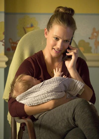 150929-news-criminal-minds-aj-cook-baby2.jpg