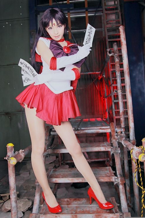 Character: Sailor Mars (Rei Hino) / From: 'Pretty Soldier Sailor Moon' Manga & 'Sailor Moon' Anime Series / Cosplayer: Unknown