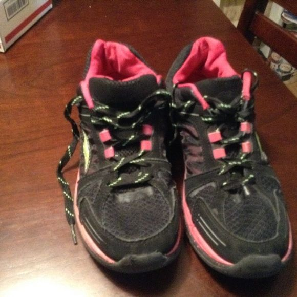 Avia sneakers, black & pink. Good condition Avia Shoes Sneakers