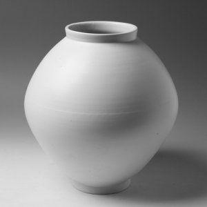 광주요 달항아리 / Kwangjuyo Moon Jar