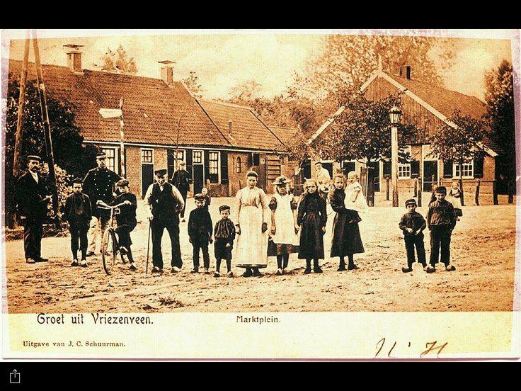 Dit is wel een hele oude foto van het Midden. en Marktplein Vriezenveen. Twente. Overijssel. Nederland.