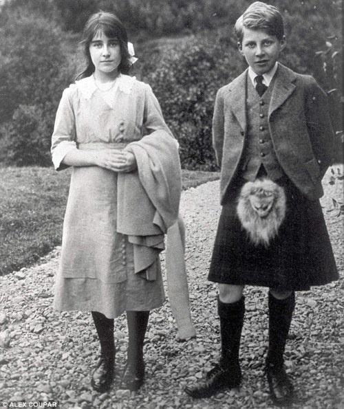 Lady Elizabeth Bowes-Lyon (later Queen Elizabeth the Queen Mother) with her brother, David Bowes-Lyon.