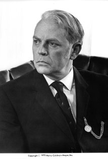 Dan O'Herlihy (1919-2005)  A memorable role as an anguished Air Force general contemplating orders to drop a hydrogen bomb over New York, in Sidney Lumet's gripping anti-war drama Fail-Safe (1964). O'Herlihy continued to alternate film work with acting on stage in Los Angeles and at the Abbey Theater. He died in February 2005 at the age of 85, leaving his papers to the care of the University College Dublin.