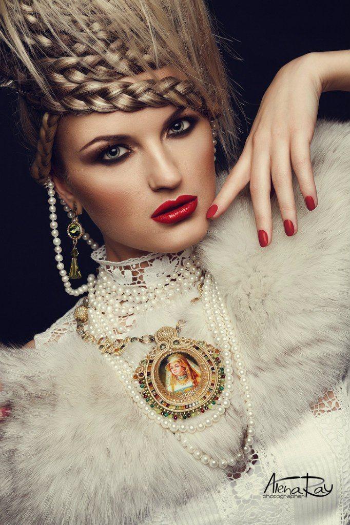 "Soutache necklace  ""Beautiful Lady in Gold"" by Yulia Logvinova."