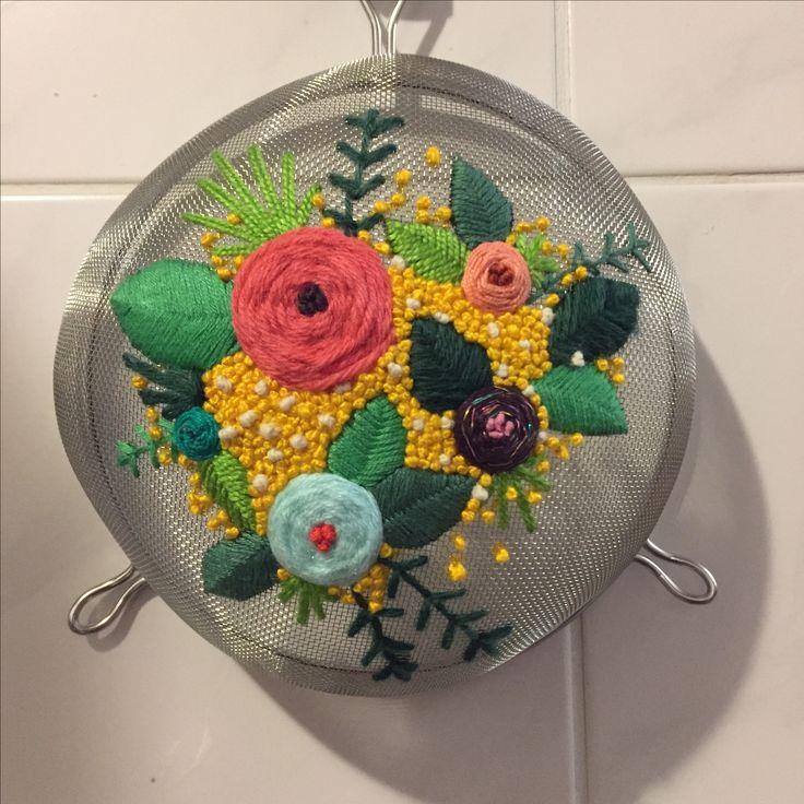 Colador bordado Embroideried strainer