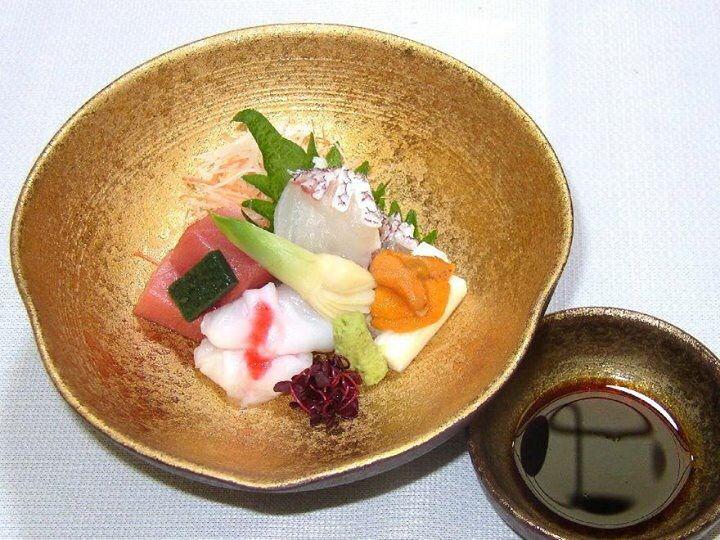 Dégustez une excellente cuisine traditionnelle japonaise dans une salle reposante avec Tatami de notre restaurant « Hachiko » situé tout près de la Gare d'Umeda en plein centre d'Osaka. Nous vous réservons le meilleur accueil. Japon, 〒530-0057 Ōsaka-fu, Ōsaka-shi, Kita-ku, Sonezaki, 2 Chome−8−9 http://www.hachiko73.co.jp/index.php/en/