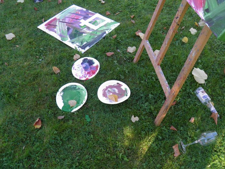 Painting course for our guests, summer, spring, learning how to paint with an artist, art, abstract painting, green garden, beautiful garden, Norway. Hotel Refsnes Gods.
