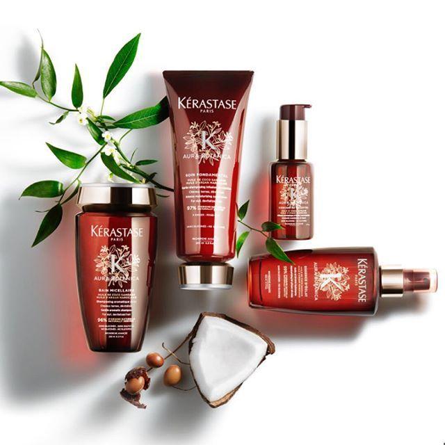 В феврале Kerastase выпускает новую линию средств для волос Aura Botanica, на 98% состоящую из натуральных ингредиентов, таких как: кокосовое масло, аргановое масло, масло авокадо, масло жожоба, эфирное масло сладкого апельсина, экстракт розмарина, розовая вода... В состав линии войдут: ▶️шампунь Bain Micellaire Gentle aromatic shampoo; ▶️кондиционер Soin Fondamental Moisturizing deep conditioner; ▶️масло-концентрат Concentré Essentiel Aromatic nourishing Oil Blend; ▶️легкое масло в спрее…