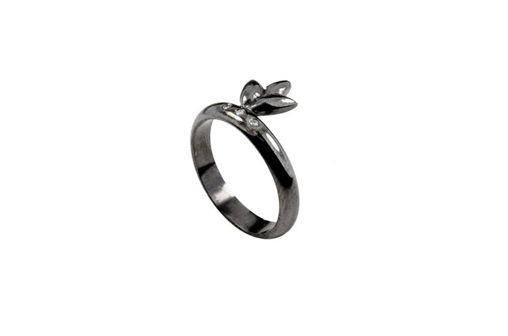 Rhodium plated ring with brilliants