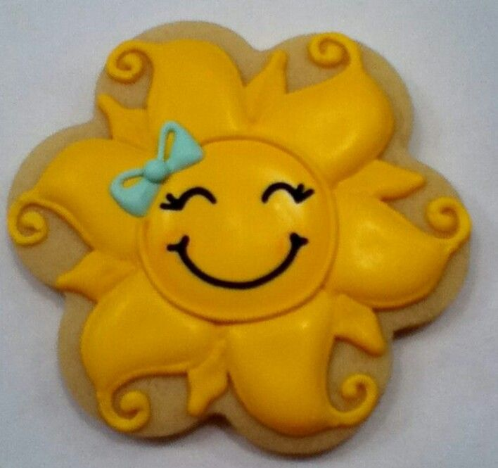 Cute sun....This is an adorably pretty cookie!