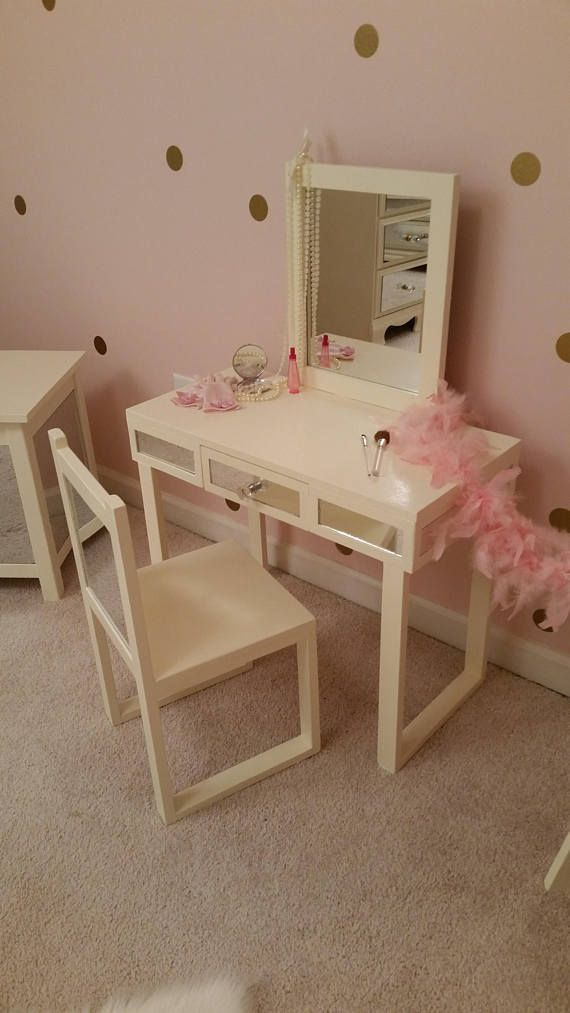 This Precious Kids Make Up Vanity Will Make Any Little Girl Feel