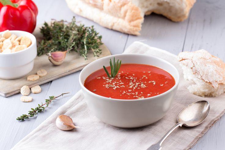 Com apenas 142 calorias por porção e refrescante nos dias de calor, contém um elevado valor de vitaminas e de ácido fólico devido à presença marcante do fruto vermelho e da cebola.