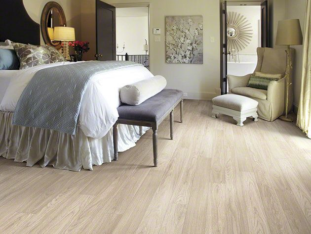 Light Colored Laminates That Mimic Bleached Wood Or Pickled Oaks Are Perfect For Our Florida Customers Laminate Flooring Bedroom