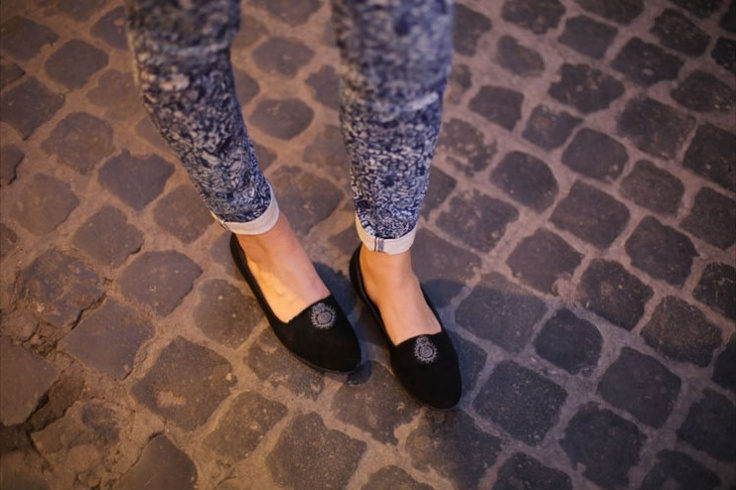Slippers and Skinny..perfect for spring!  See more on: http://www.nuagerose.com