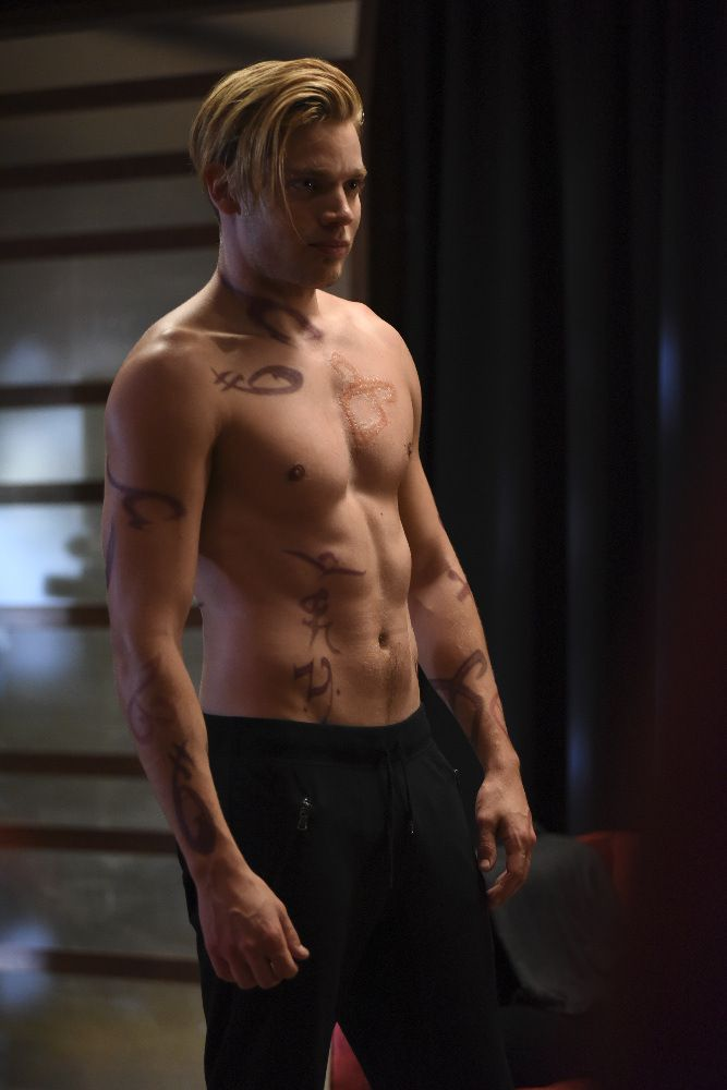 'Shadowhunters' 1×04 Promotional Photos 'Raising Hell' <--- Don't mind me, I'll be over here in my puddle of drool... <3