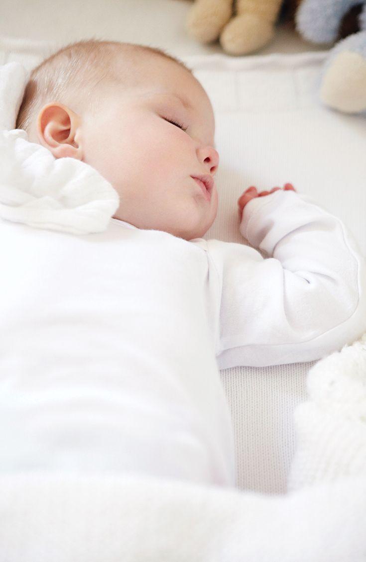 Quel sera l'horaire de sommeil de votre enfant (et le vôtre) au cours de sa première année? Découvrez-le dans notre guide sur le #sommeil.