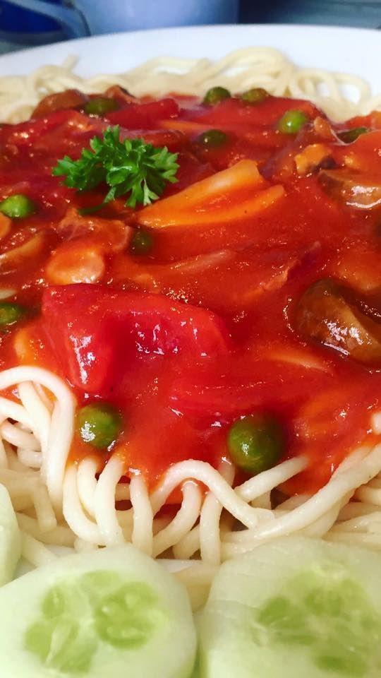 Spaghetti Boscaiola - Spaghetti Boscaiola hấp dẫn, ngon mắt với lớp sốt cà chua đậm đà bảo đảm mượt mà, ngon không thể cưỡng nổi. Sự hòa trộn giữa mỳ, hỗn hợp xốt nấm, đậu và thịt ba chỉ #spaghettibox #pizza #takeaway #truanayangi #shipvetangiuong #toinayangi  #Fusion #cuisine #Twisted #taste #salad #raw #detox #easy #healthy #food #yummy #foody #lozi #hanoi