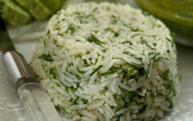 Αρωματικό ρύζι με μαϊντανό και σκόρδο - iCookGreek