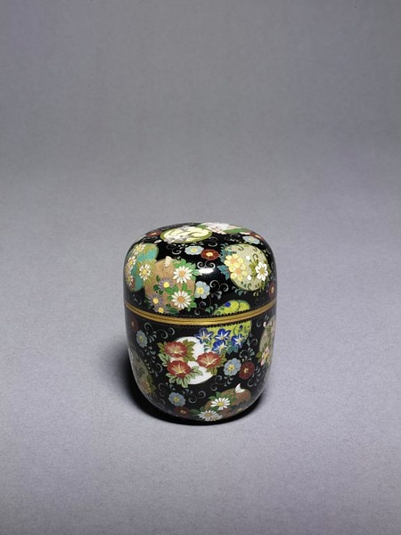 Japanese tea caddy by NAMIKAWA Yasuyuki, 1880~1900, Copper, gold, silver, cloisonné enamels, Japan | Victoria & Albert Museum