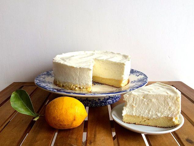 GATEAU MOUSSE CITRON 3 oeufs, 3 grosses c.à.s de sucre, 2 grosses c.à.s de farine, 1 petite c.à.c d'extrait de vanille 1 gros citron de Menton, 400 mL de crème entière semi-épaisse, 360g de yaourt, 100g de sucre, 1 c.à.c d'extrait de vanille..