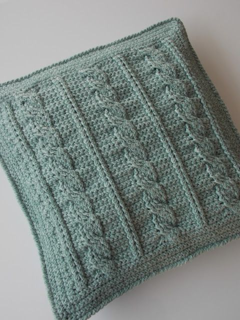 Kabelkussen (met link naar gratis patroon) / cable cushion (with link to free pattern)