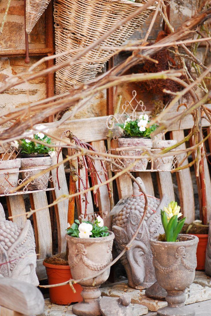 Fr hling garten pflanzen buddha vintage shabby for Wohnen dekoration